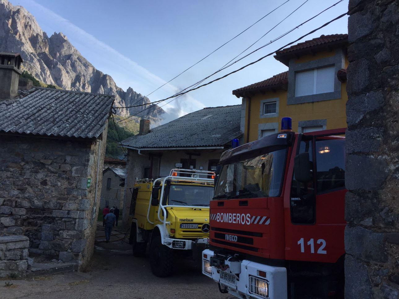 incendio bomberos valdeon picos leon