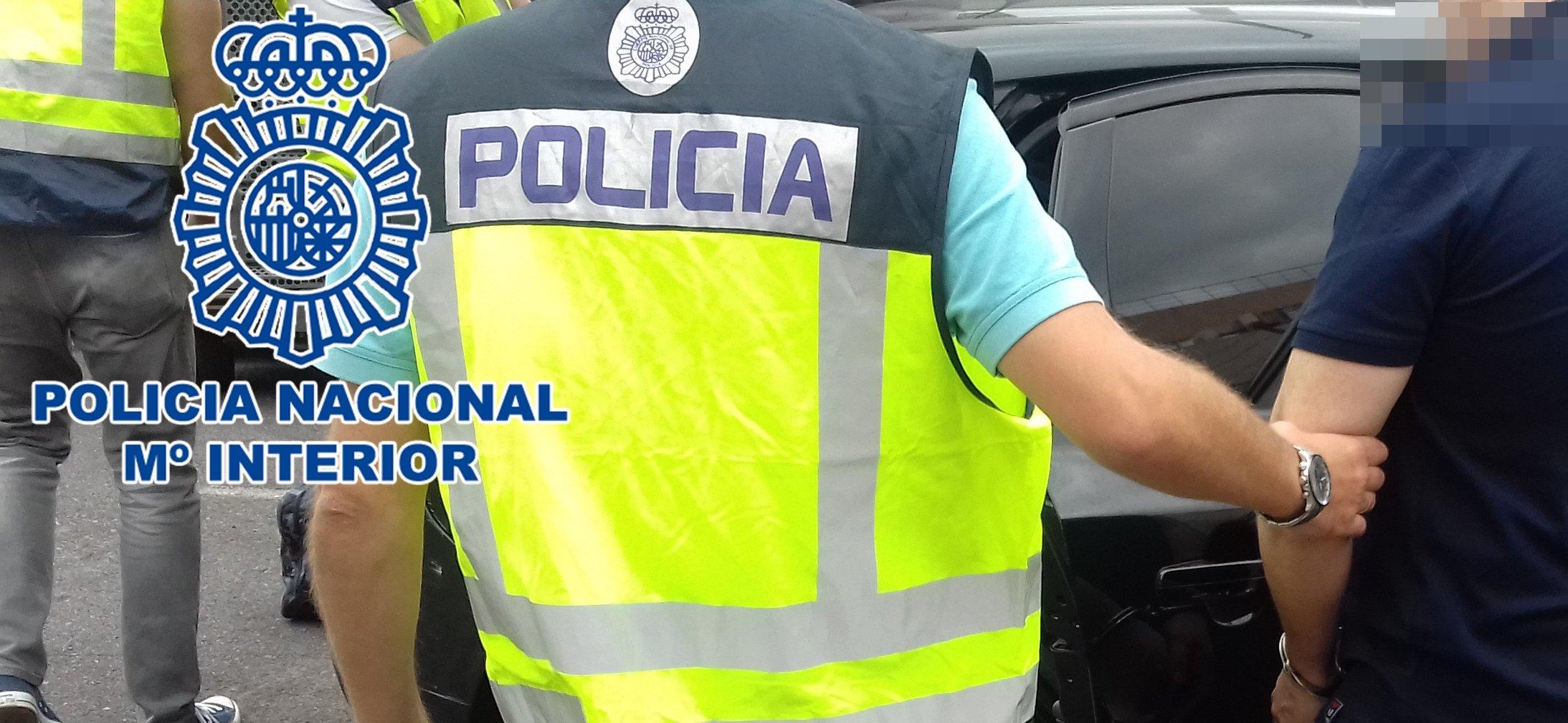 La policia nacional realiza una detención
