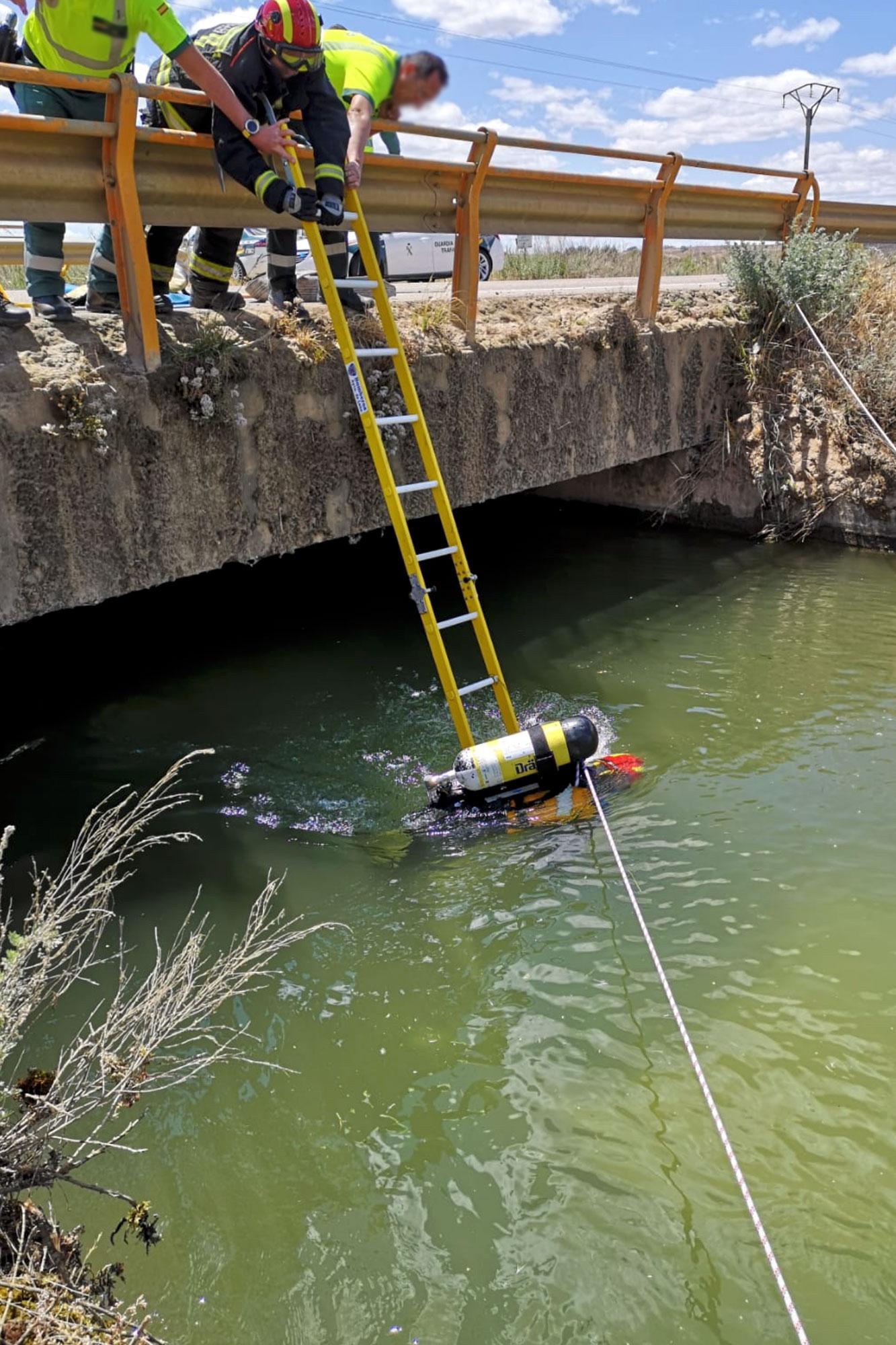 Bomberos de León rescate agua
