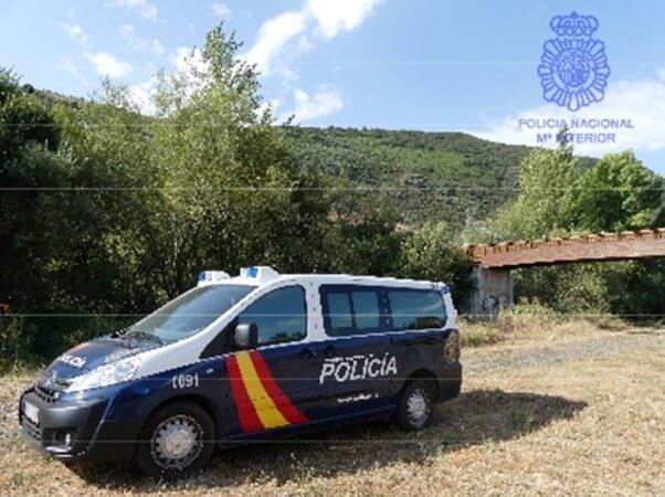 Vehículo coche policia nacional ponferrada leon