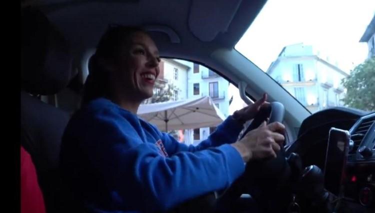 """Indignación por el vídeo de dos """"youtubers"""" lanzando comida a gente sin techo"""