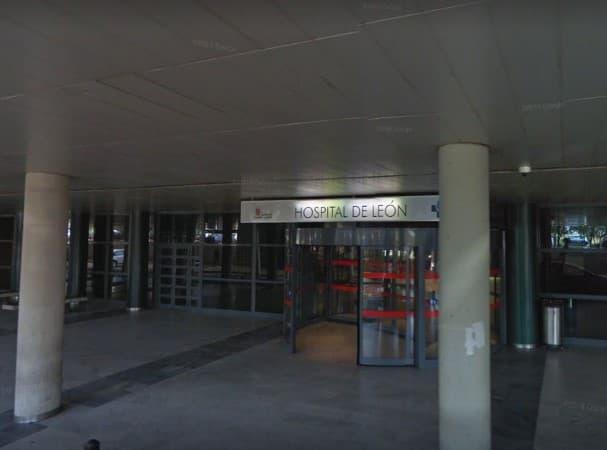 Trasladan a un motorista al Hospital de León tras chocar con un corzo