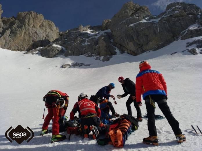 rescate en las cuevas del hielo cabrales