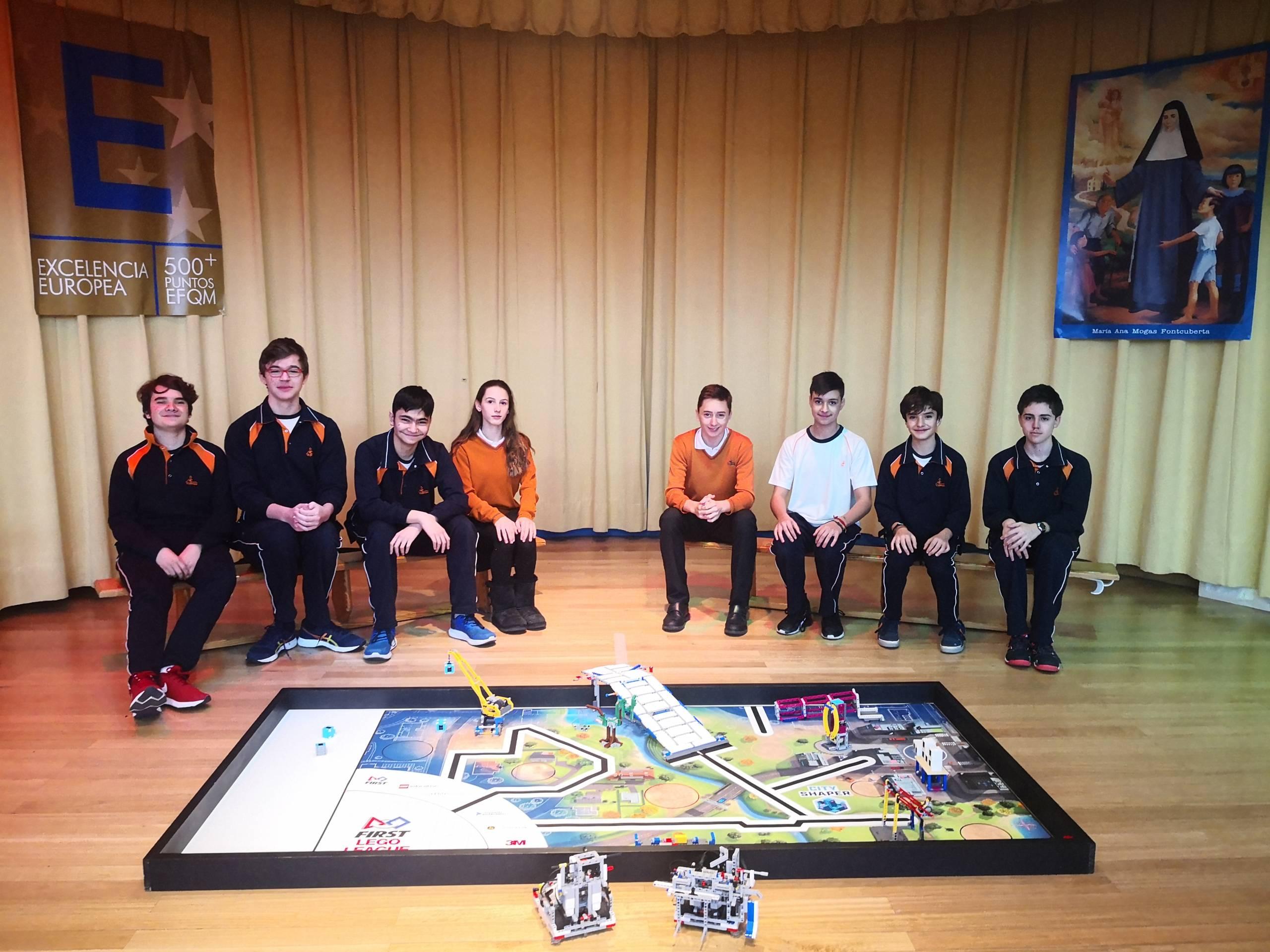 Colegio divina pastora en la final de lego