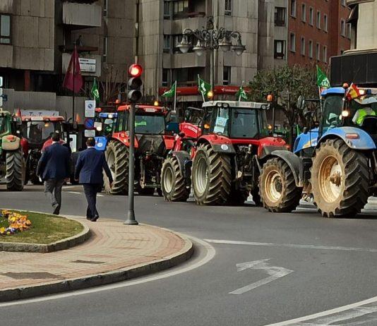 VÍDEO  Así fue la tractorada hoy en León