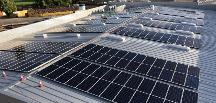 Tienda masymas con instalación fotovoltaica_1