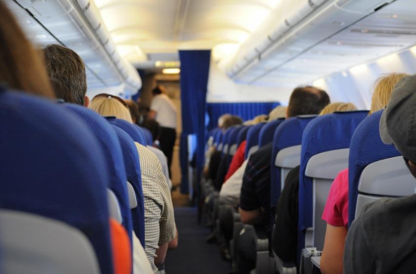 Una trabajadora de Aena denuncia a la aerolínea por despedirla al estar embarazada