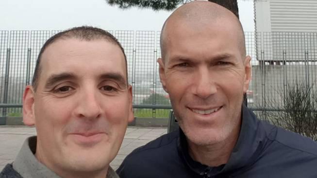 Zidane choca su coche contra otro y después se hace un selfie