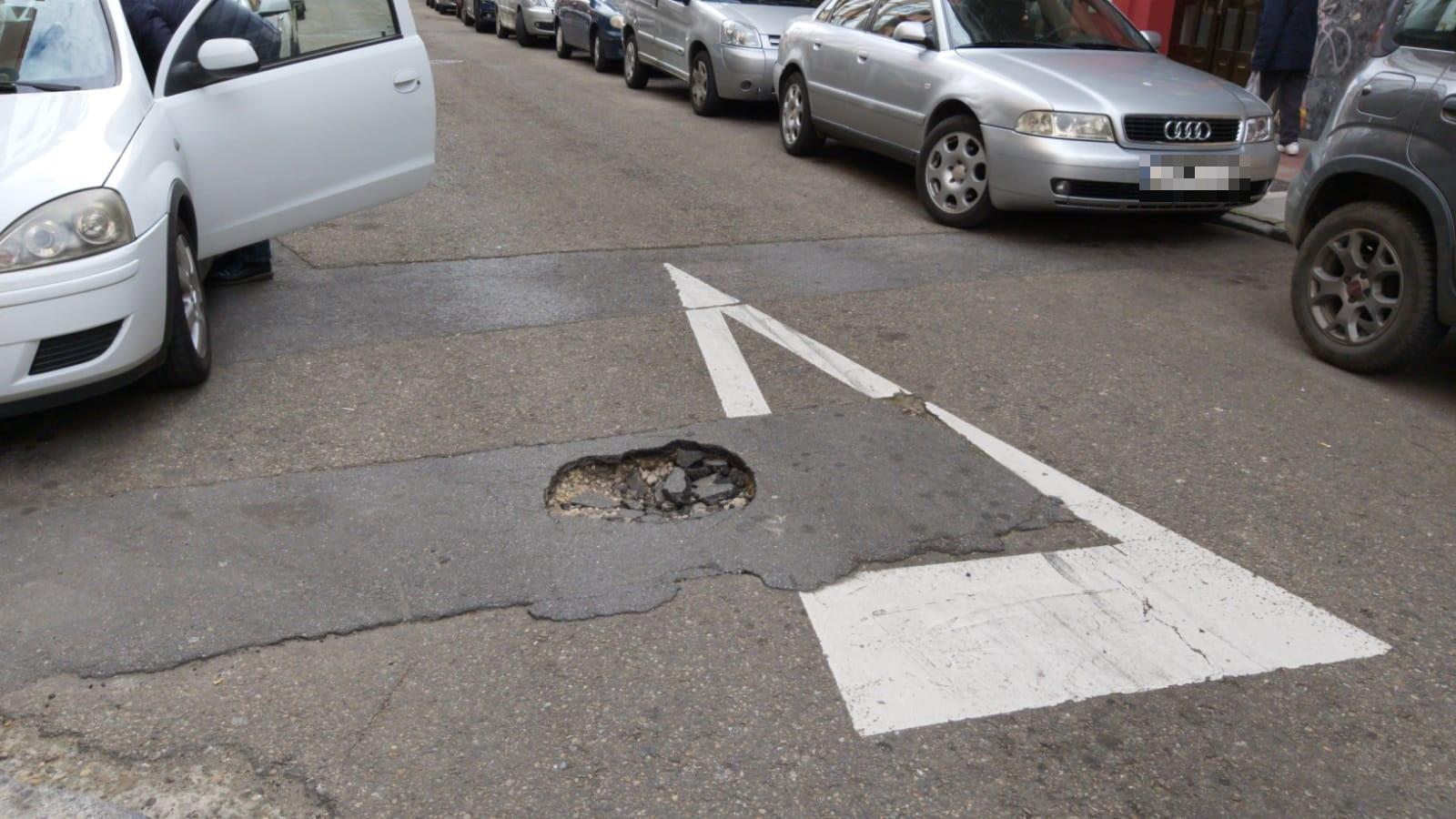 Precaución si circulas por la calle San Rafael de León