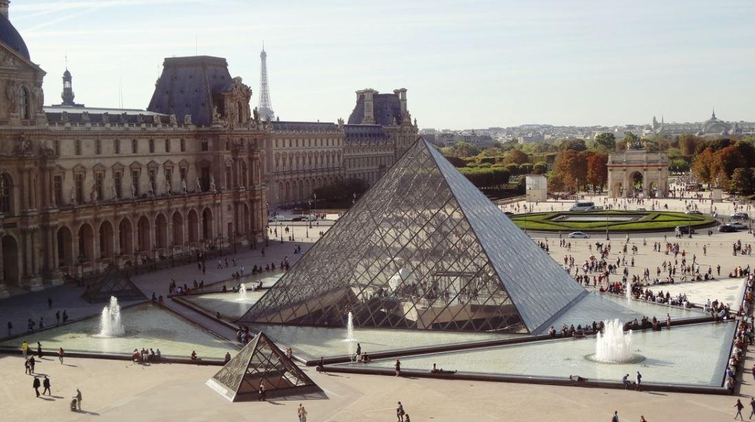 Louvre de París durante el coronavirus