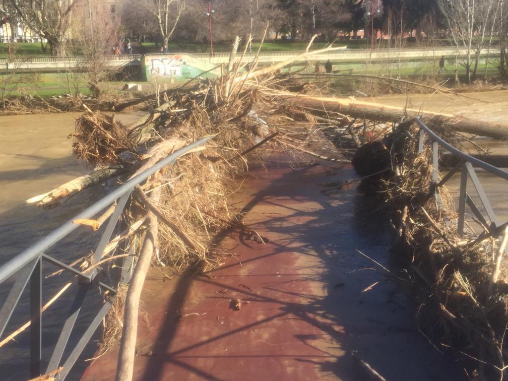 Empiezan los arreglos de las pasarelas del Río Bernesga