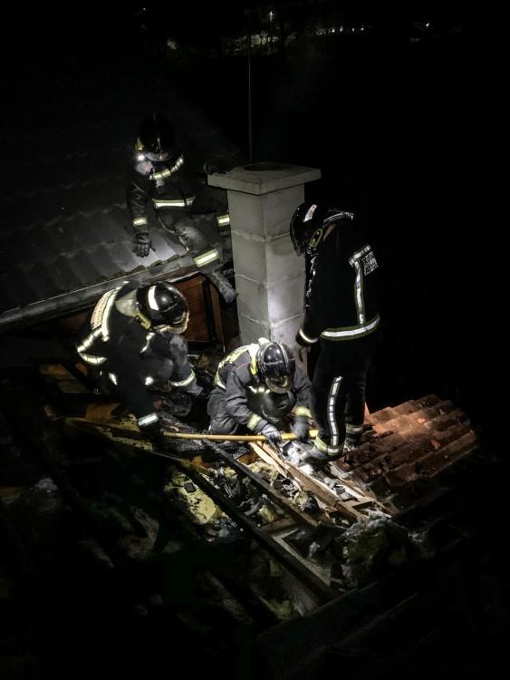 bomberos de león acuden al incenido de una vivienda