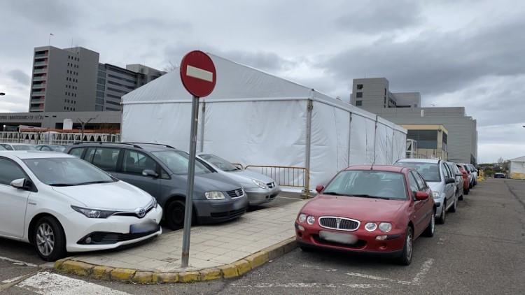carpas de triaje en el hospital de León