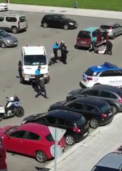 VÍDEO GRAVE ALTERCADO  Gente en León se enfrentan a la Policía incumpliendo la cuarentena