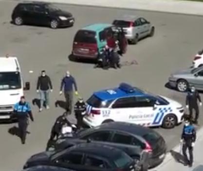 VÍDEO GRAVE ALTERCADO| Gente en León se enfrentan a la Policía incumpliendo la cuarentena