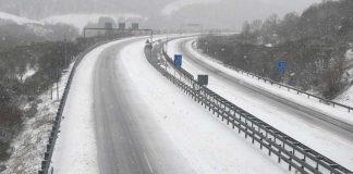 nieve en león carreteras cortadas