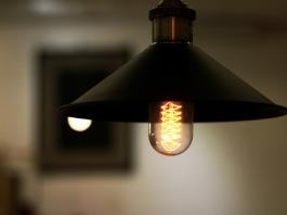 Una compañía eléctrica pagará los servicios de luz a sus proveedores