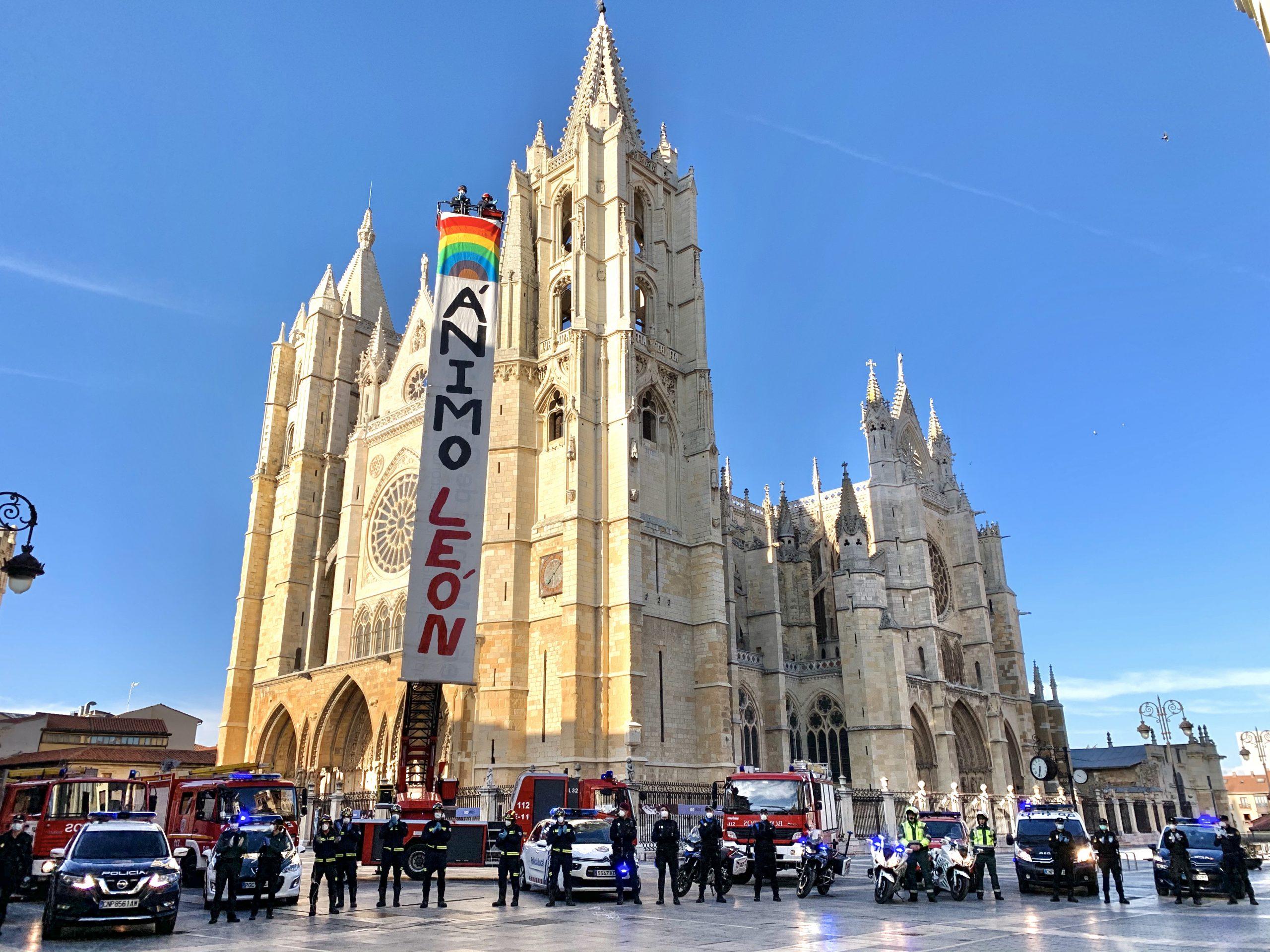 VÍDEO| Así dan ánimos la Policía, Guardia Civil y Bomberos de León