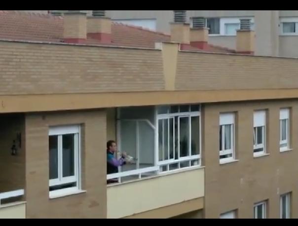 """VÍDEO  """"Hola Don Pepito"""". El vecino de León vuelve a impresionar"""