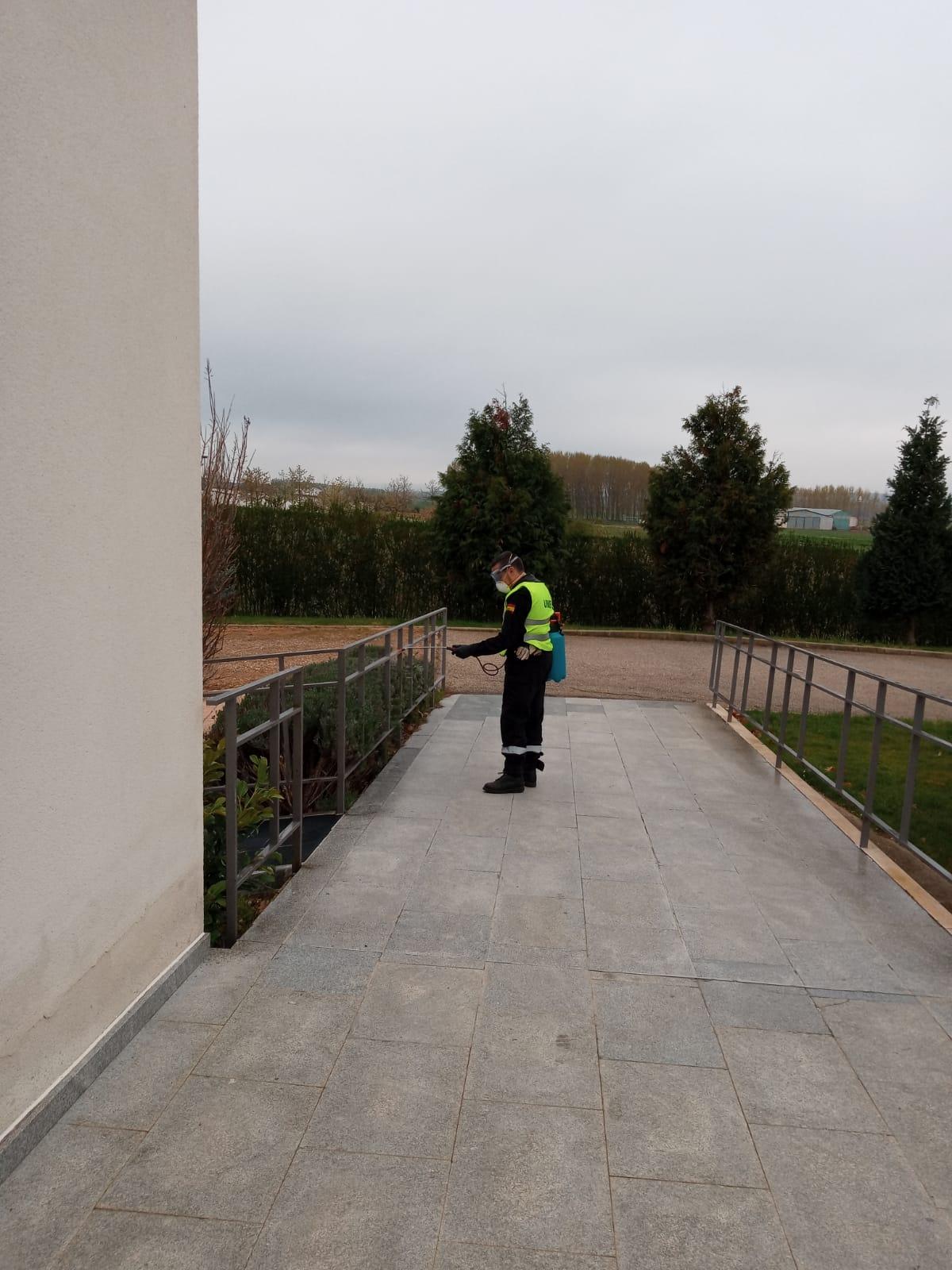 VÍDEO| Así continua la UME desinfectando residencias en León