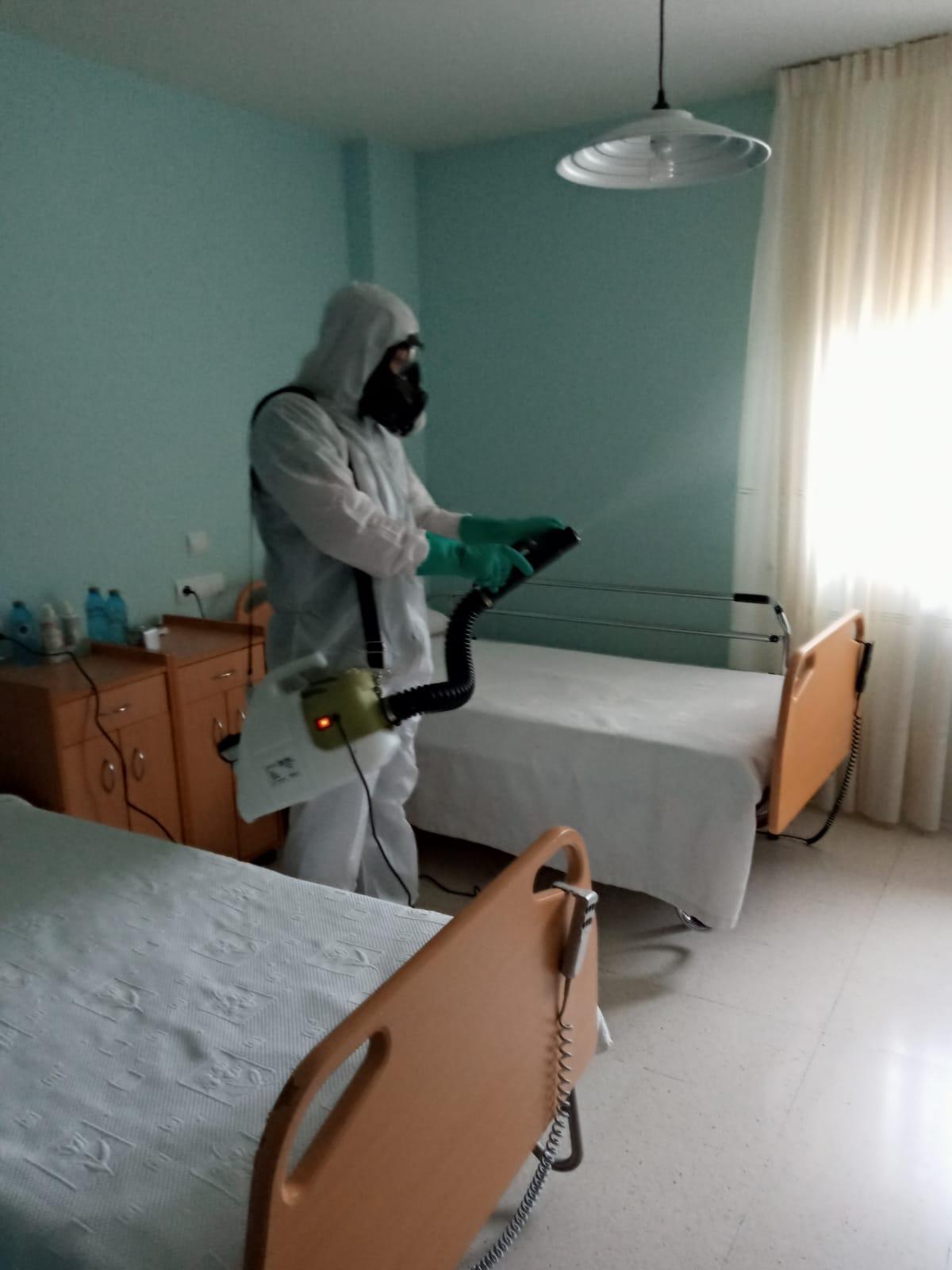 VÍDEO  Así continua la UME desinfectando residencias en León