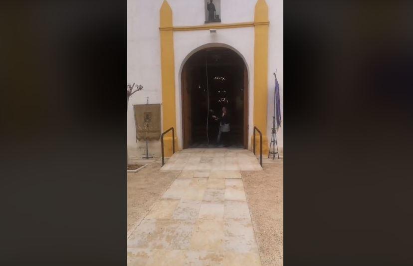 alcaldesa de sahagún toca las campana