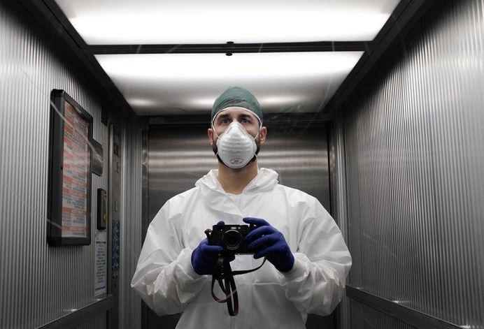 nómina joven médico de españa con coronavirus