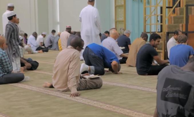 Los musulmanes podrán rezar en la vía pública a pesar del confinamiento