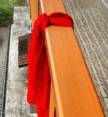 SOS: significado de las banderas rojas en ventanas, terrazas o balcones