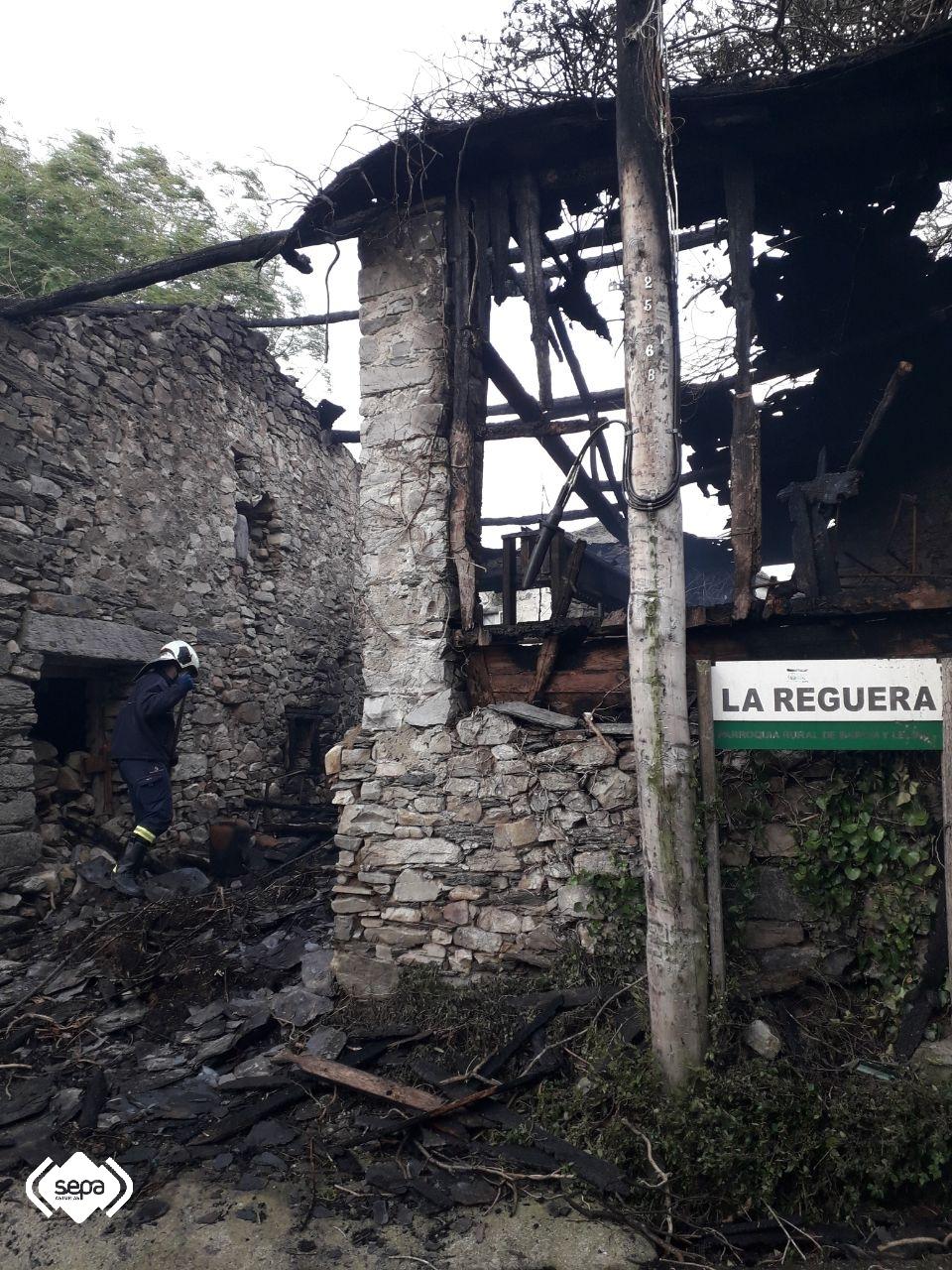 Extinguido un incendio urbano en la localidad de Valdés