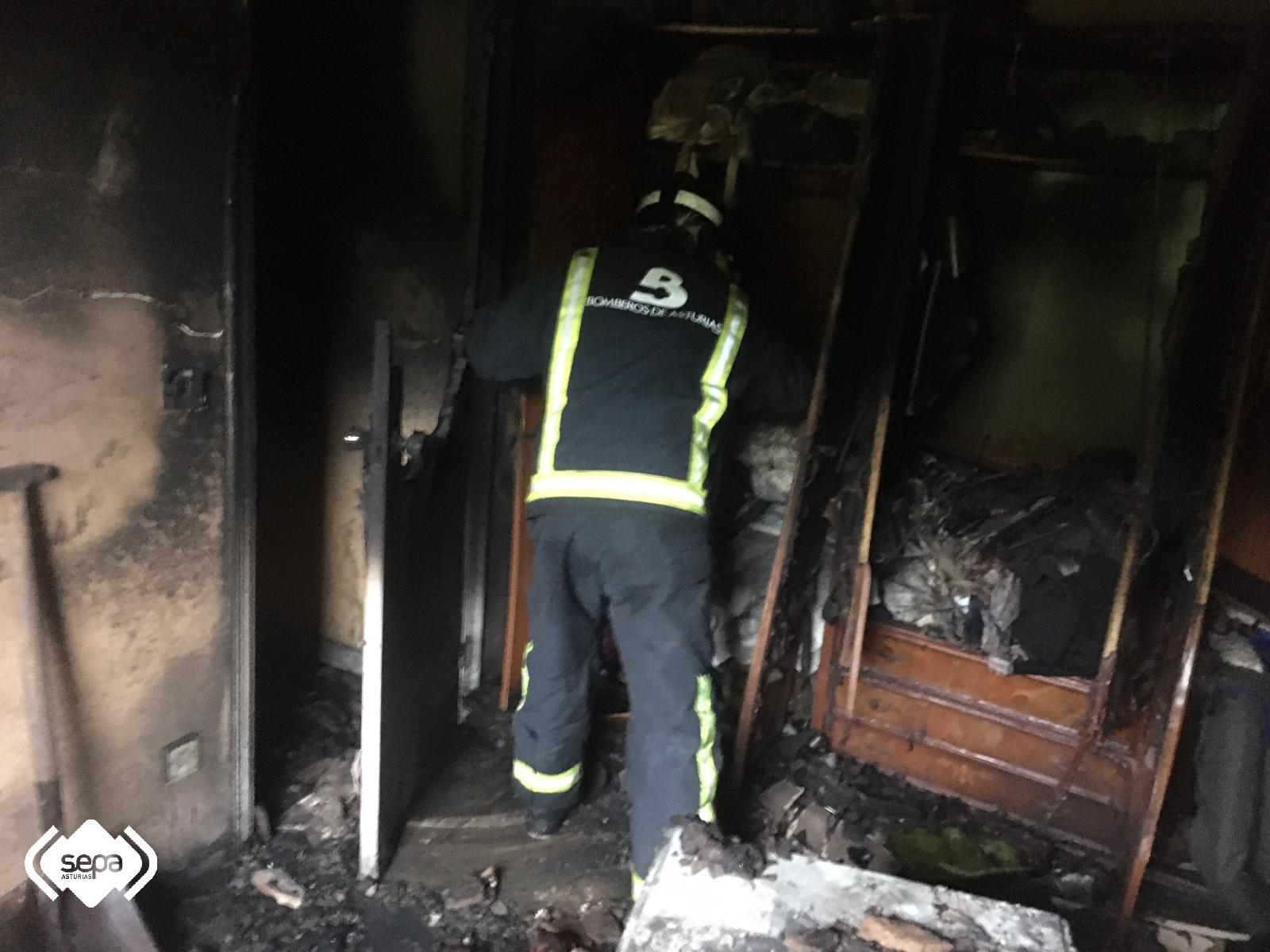 Grave incendio en una viviendo en Riaño esta mañana