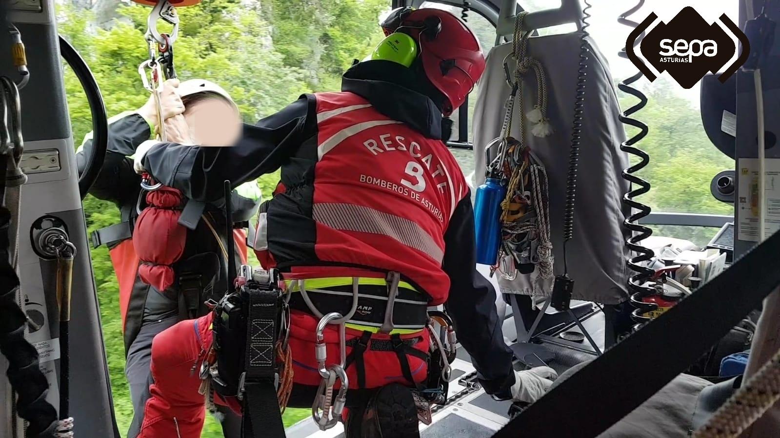 Rescate en helicóptero de una pareja que se perdió haciendo una ruta