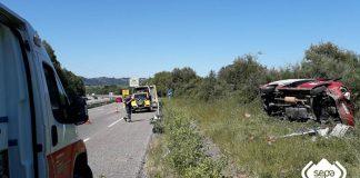 Aparatoso accidente de tráfico con dos heridos de diferente consideración