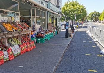 Señalización necesaria para mantener la distancia seguridad en León