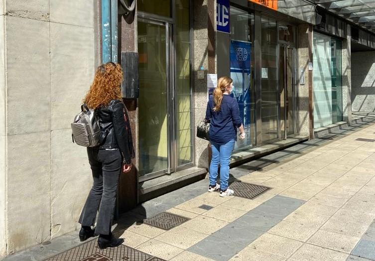 Así ha comenzado el reparto de mascarillas en León