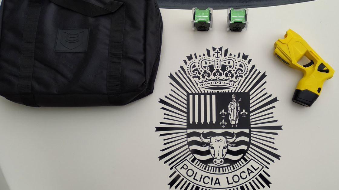 La Policía Local de Toral de los Vados portarán una pistola eléctrica Taser