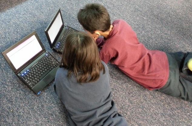 Donación de 120 ordenadores para que niños y jóvenes accedan a clases