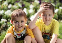 Los hermanos pequeños son más divertidos, aseguran los expertos