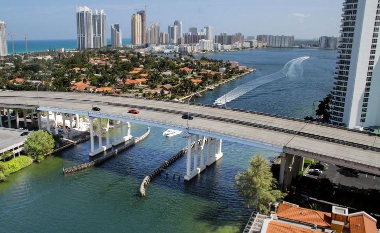 Trump asigna 4,6 mil millones de dólares para proteger Miami