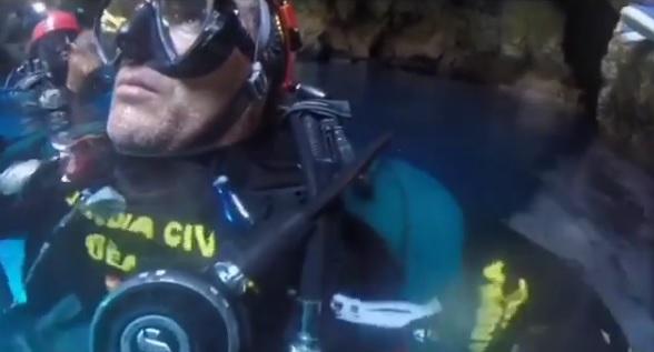 Vídeo del rescate de un joven de 17 años atrapado en una cueva