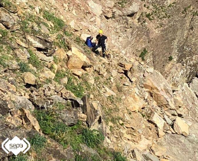 Rescatado con un fuerte traumatismo en la montaña de Colunga
