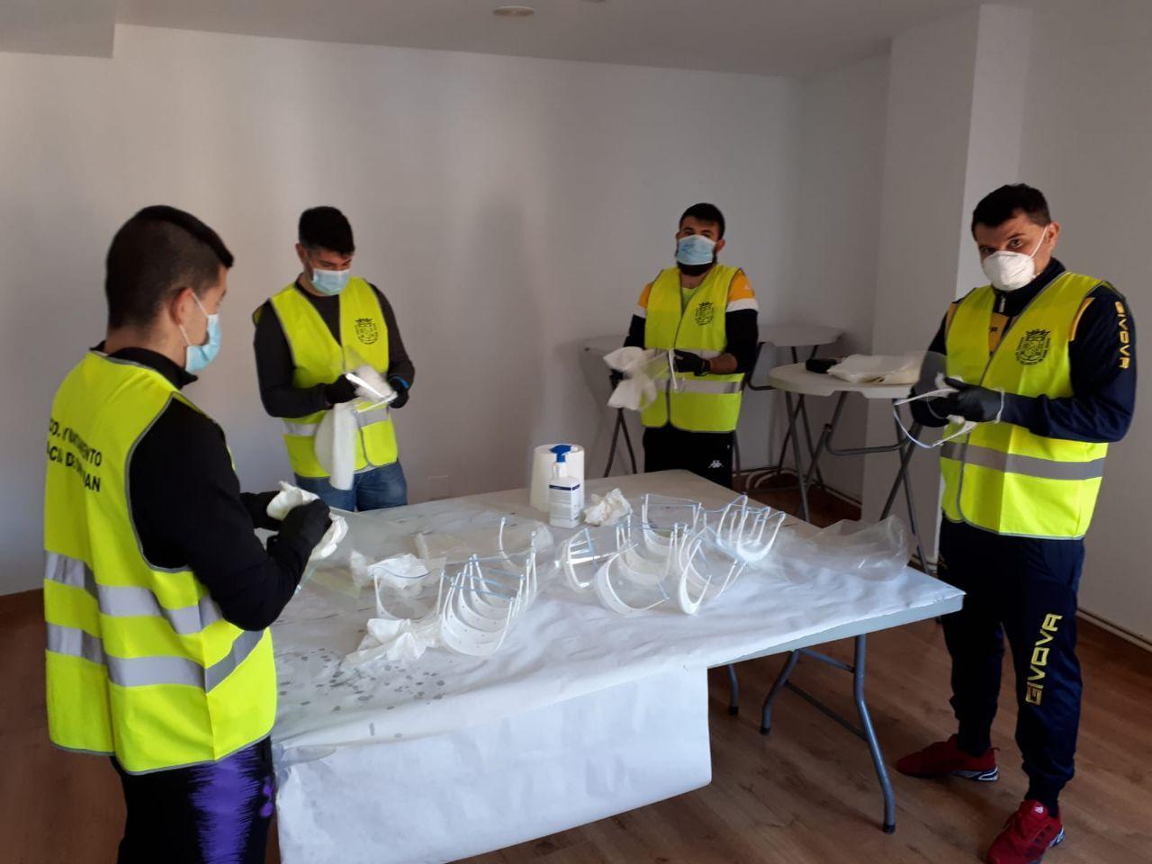 El Ayuntamiento repartirá un kit de gel y mascarilla