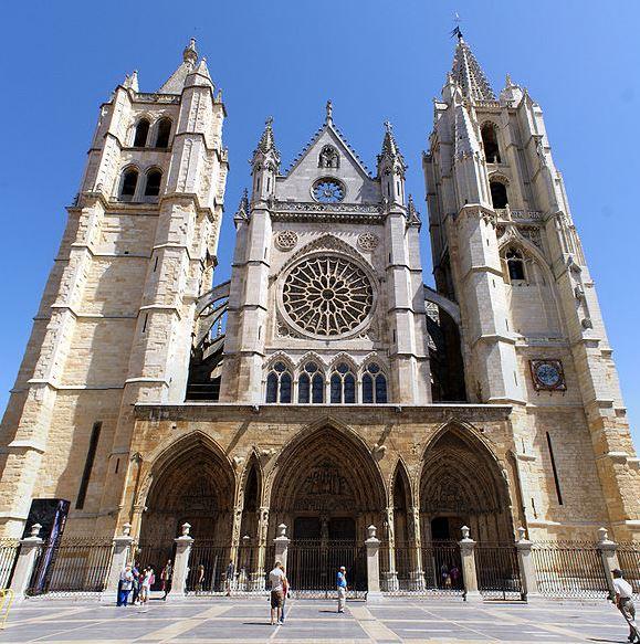 La Catedral de León: autorizada la restauración de una de las vidrieras