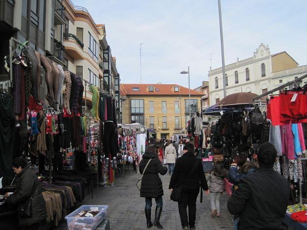 Pretenden ubicar el mercado de Colón en La Lastra a pesar del descontento