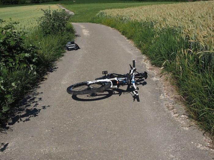 menor cae de la bicicleta