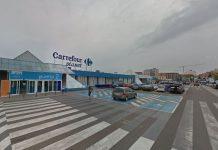 Una leonesa compra el primer décimo de Navidad en Carrefour