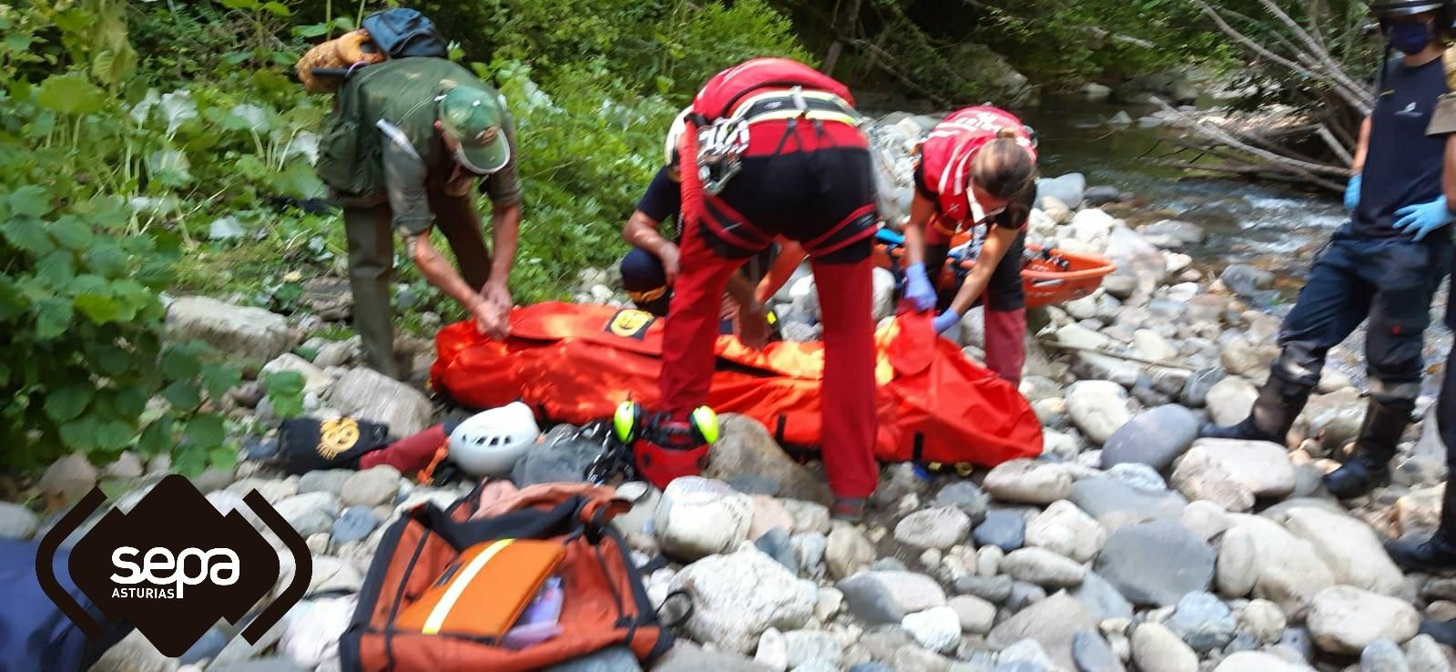 Herido un pescador de 65 años tras sufrir una grave caída de 10 metros