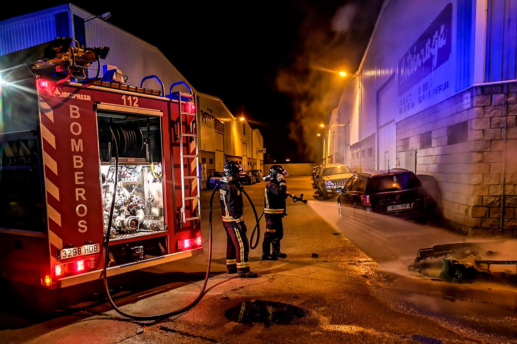 los bomberos de león sofocan cuatro incendios en contenedores