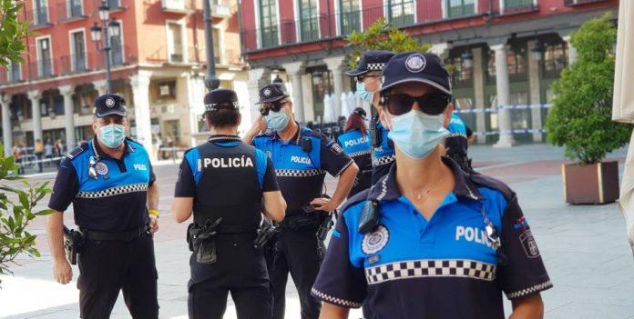 Policía de valladolid auxilia a un socorrista