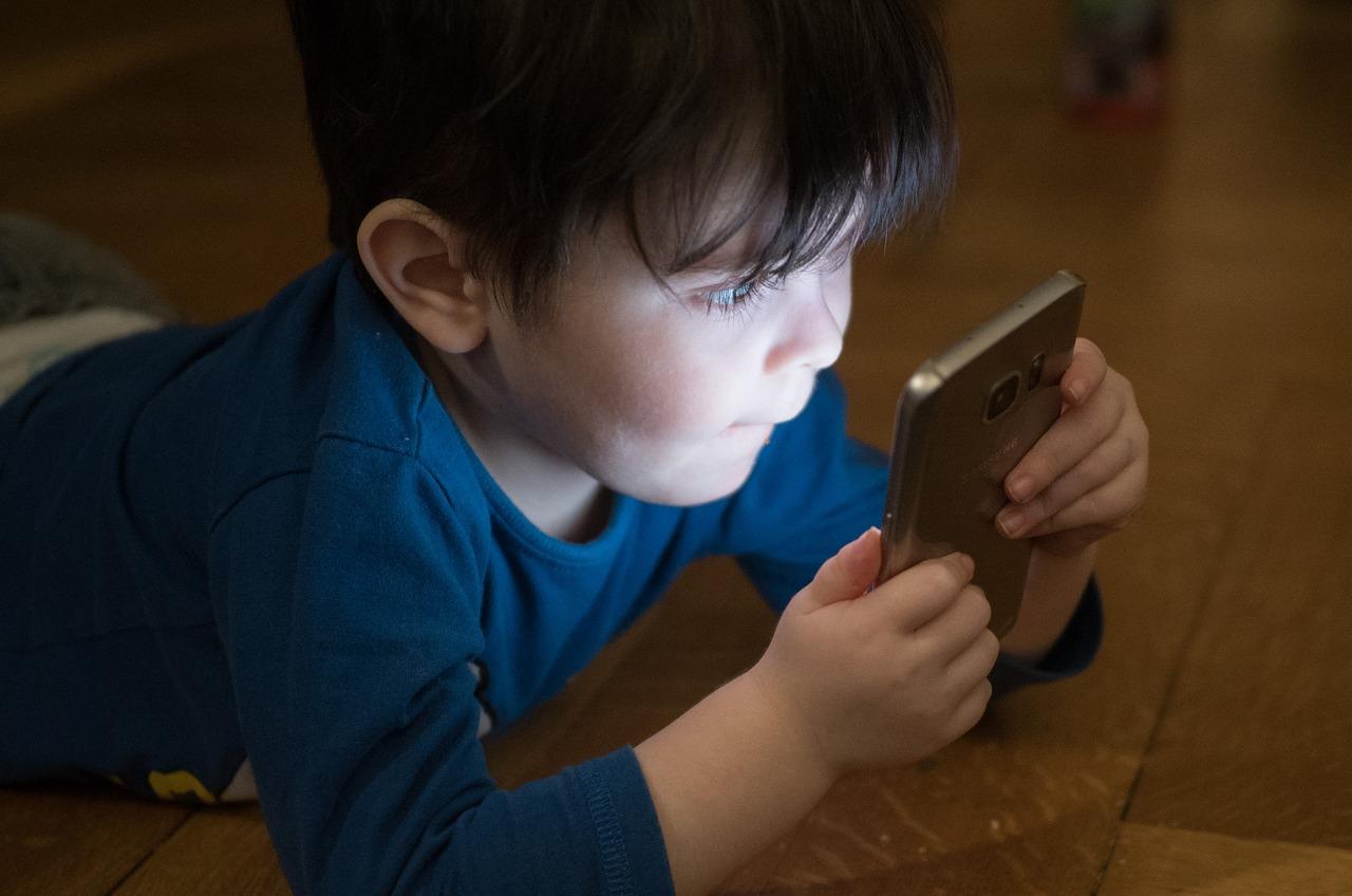 niño de 13 años apuñala a su padre por quitarle el móvil
